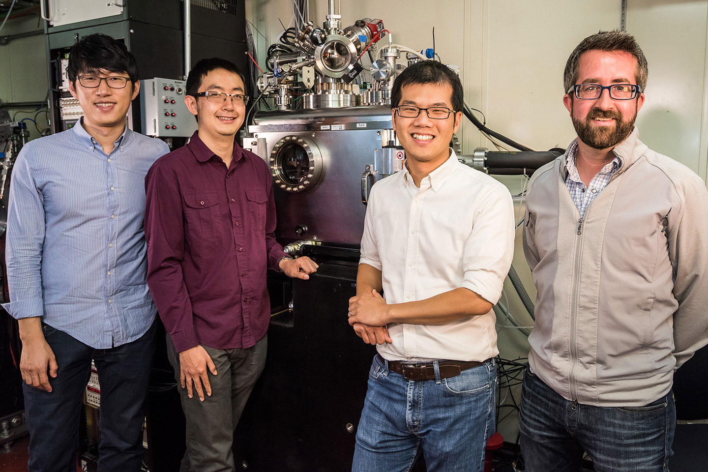 Jongwoo Lim, Yiyang Li, and William Chueh of Stanford and SLAC National Accelerator Laboratory and David Shapiro of Lawrence Berkeley National Laboratory